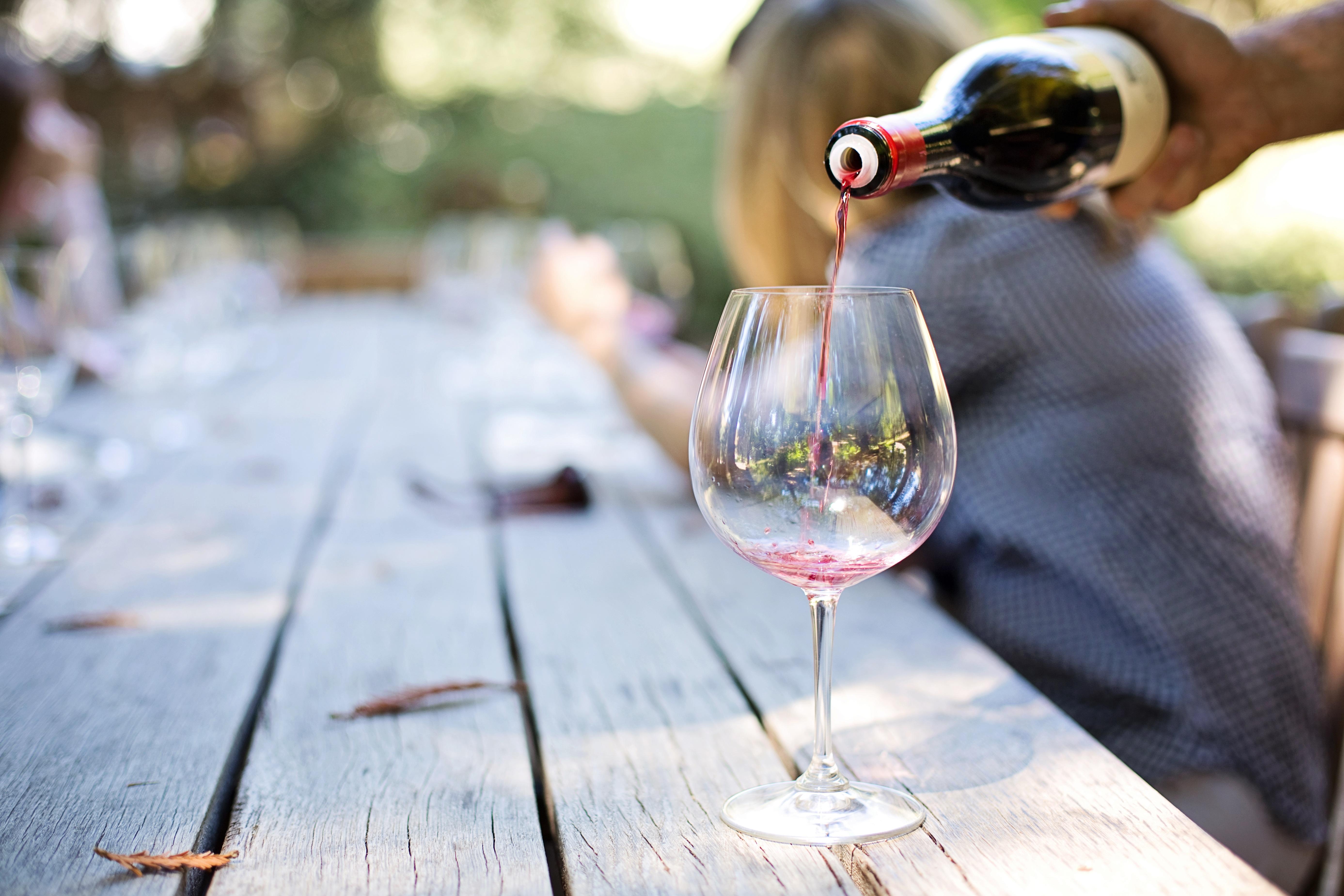 Wein verkosten auf dem Duisburger Weinfest